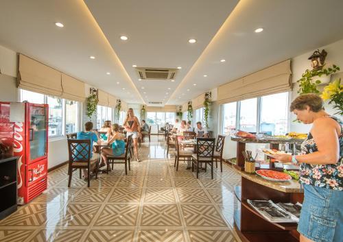 May De Ville Legend Hotel photo 44