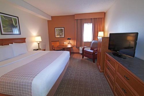 La Quinta Inn & Suites Orlando South photo 11