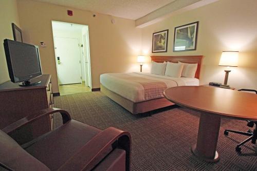 La Quinta Inn & Suites Orlando South photo 12