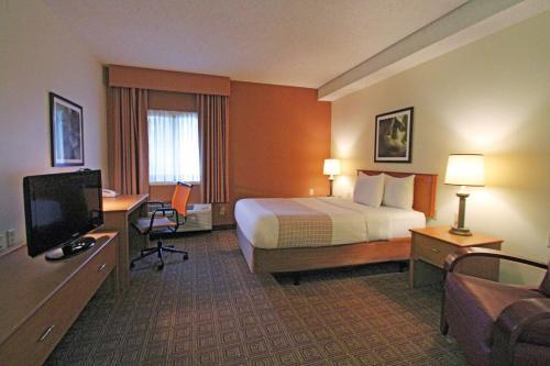 La Quinta Inn & Suites Orlando South photo 15