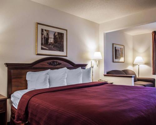 Quality Inn & Suites Eldridge Davenport North Photo