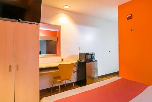 Motel 6 Sycamore - Sycamore, IL 60178