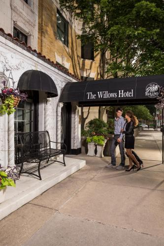 The Willows Hotel - Chicago, IL 60657