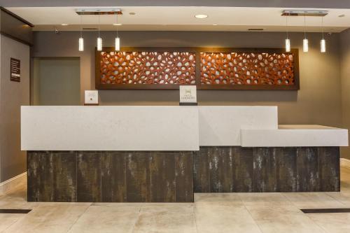 DoubleTree by Hilton Atlanta Airport Photo