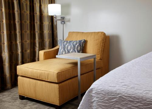 Hampton Inn & Suites Pittsburgh Airport South/Settlers Ridge in Gayly