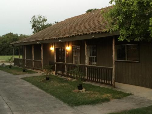 Gruene Outpost River Lodge Photo