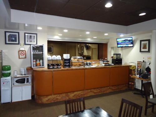 Econo Lodge Sudbury - Sudbury, ON P3C 4S8