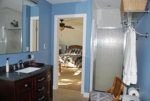 Lakeside Retreat Upper Suite