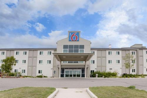 Motel 6 Brandon Photo