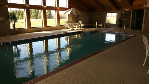 Grandstay Hotel & Suites - Madelia, MN 56062