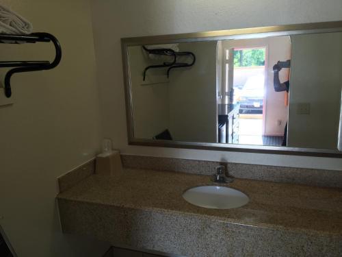 Regency Inn And Suites - Houston, TX 77093