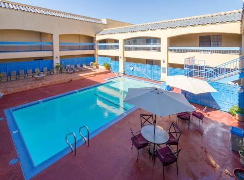 Days Inn & Suites Artesia Photo