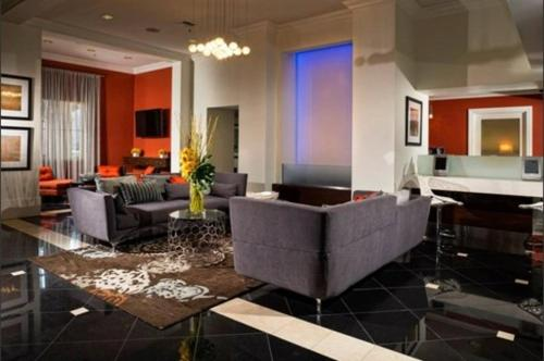 Wilshire Apartment #3 Photo