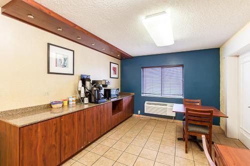 Motel 6 Glendale WI Photo