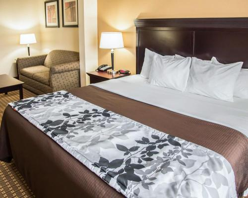 Sleep Inn & Suites University Photo