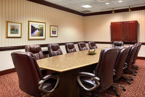 Ramada Plaza Louisville Hotel and Conference Center Photo