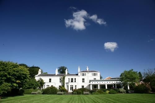 Hotels vacation rentals near levenshulme manchester for Getaway hotels near me