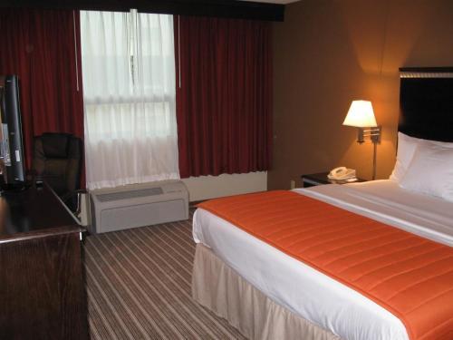 La Quinta Inn & Suites Indianapolis Downtown - Indianapolis, IN 46204
