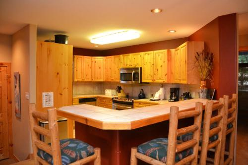 Elk Ridge By Ski Village Resorts - Breckenridge, CO 80424