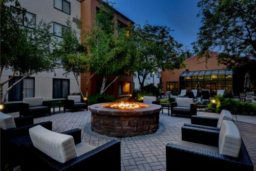 hotels vacation rentals near taco bell arena boise idaho. Black Bedroom Furniture Sets. Home Design Ideas