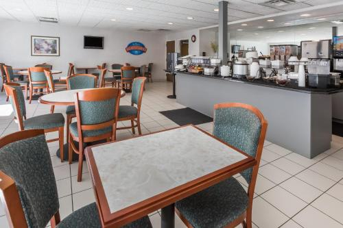 Baymont Inn and Suites Des Moines Airport Photo