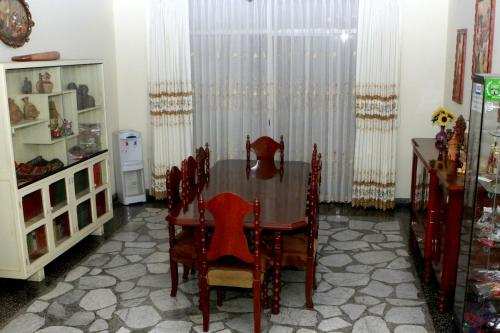Lynik La Casa de Blanca Photo