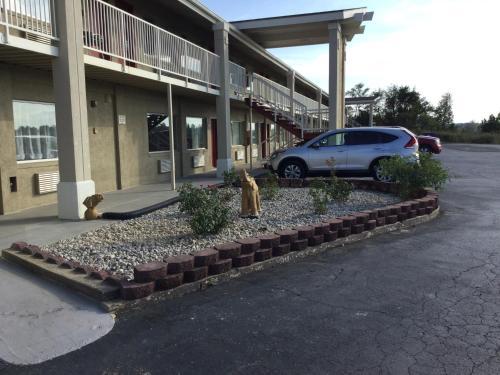 Big Spring Inn Madisonville - Madisonville, KY 42431