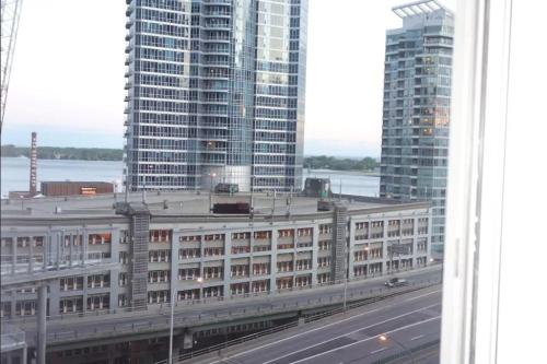 Toronto Downtown Apartment - Toronto, ON M5J 0A9