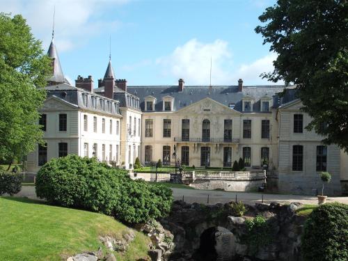 Hotels vacation rentals near domaine de chaalis paris for Getaway hotels near me