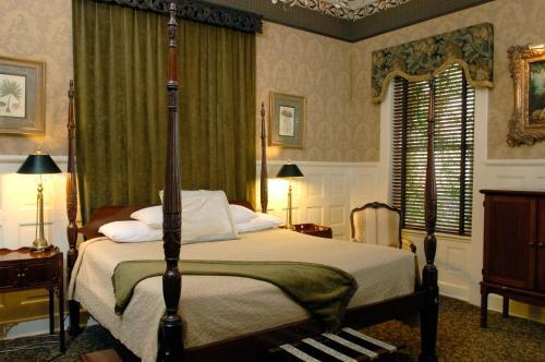 Foley House Inn - Savannah, GA 31401