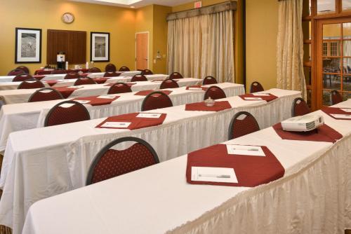 Hampton Inn & Suites Pueblo-southgate - Pueblo, CO 81004