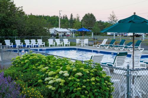 Narrows Too Camping Resort Cabin 9 - Trenton, ME 04605