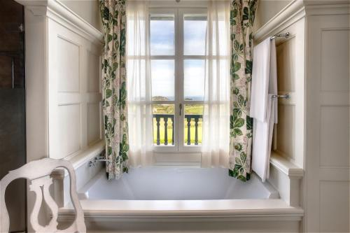 Double Room with Balcony and Sea View Hotel Iturregi 4