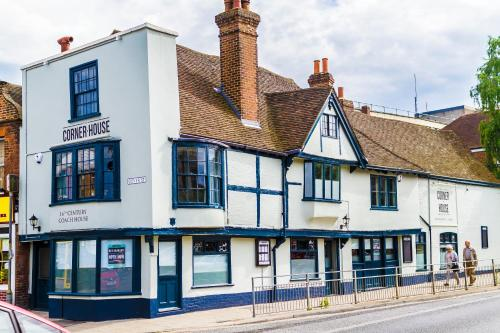 1 Dover St, Canterbury, Kent CT1 3HD, England.