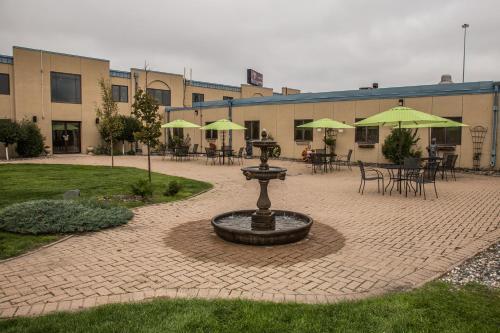 Baymont Inn & Suites By Wyndham Fargo