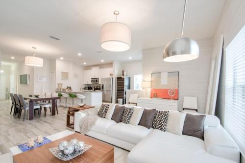 Five Bedroom Villa At Storey Lake 85900 - Kissimmee, FL 34746