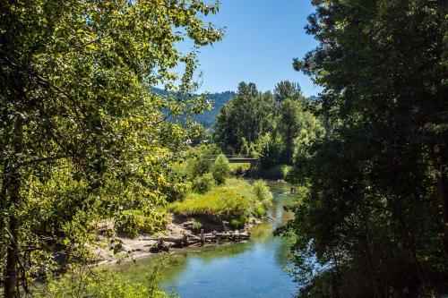 Storybook Riverside Inn - Leavenworth, WA 98826