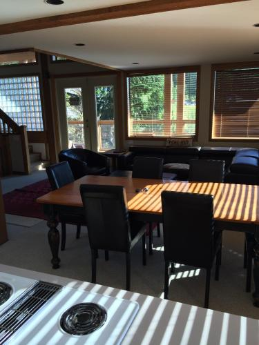 Snowridge Crescent (ski-in/out) - Whistler, BC V0N 1B2