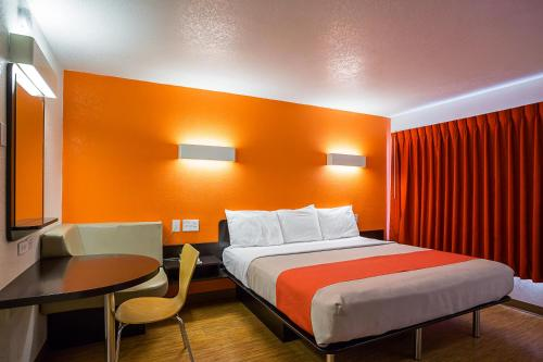 Motel 6 Wenatchee - Wenatchee, WA 98801