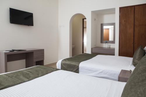 Hotel La Riviera Photo