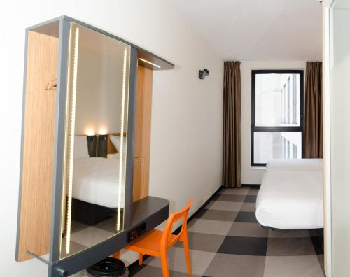 easyHotel Brussels City Centre photo 3
