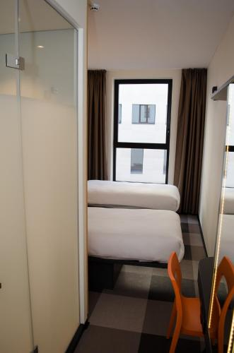 easyHotel Brussels City Centre photo 5