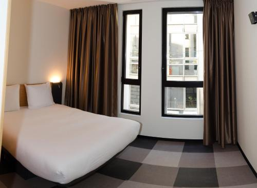 easyHotel Brussels City Centre photo 8