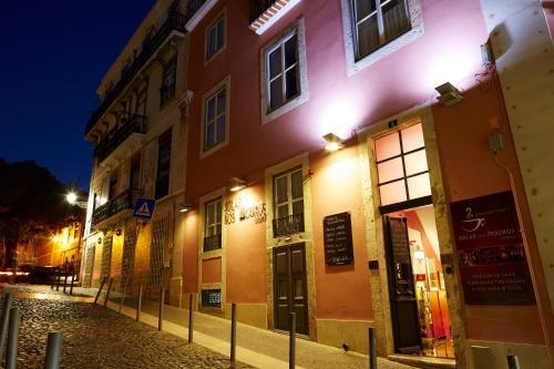 Rua do Milagre de Santo António, 6. 1100-351 Lisbon, Portugal.