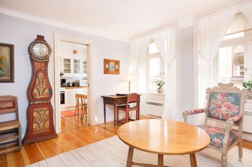 Lady Hamilton Apartments photo 31
