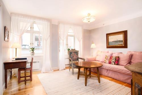 Lady Hamilton Apartments photo 33