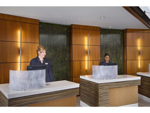 Embassy Suites Detroit Metro Airport Photo