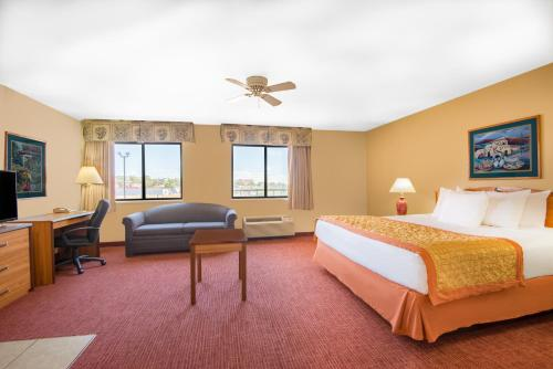 Hawthorn Suites by Wyndham Albuquerque Photo