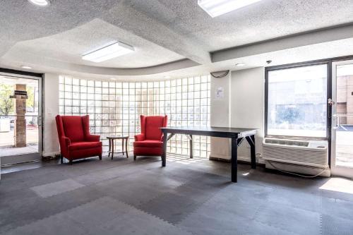 Studio 6 Charlotte Photo