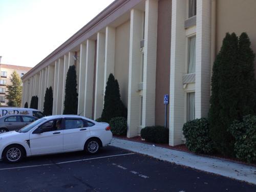 Baymont Inn & Suites - Charlotte Airport Photo